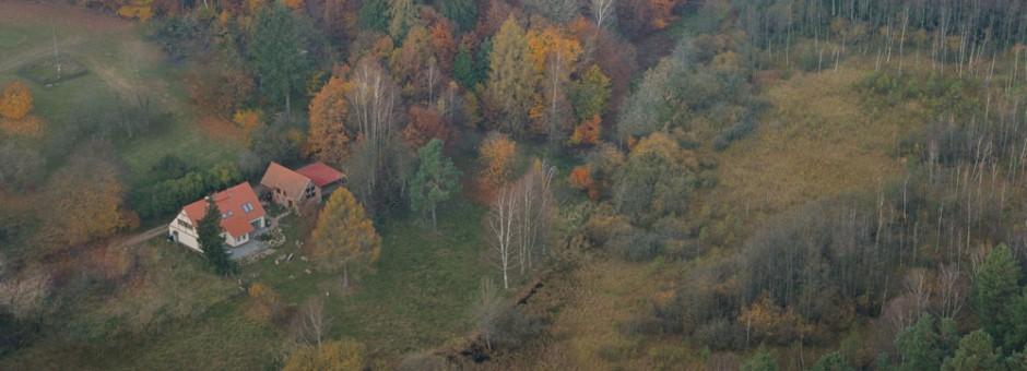 2-Haus-von-oben-1-ferienwohnung-im-waldÖ_roman-vitt